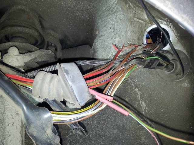 Tautā iecienītais jautājums - ''Vai kādam vēl tā ir bijis?'' Elektro-instalacija-bojata.sized